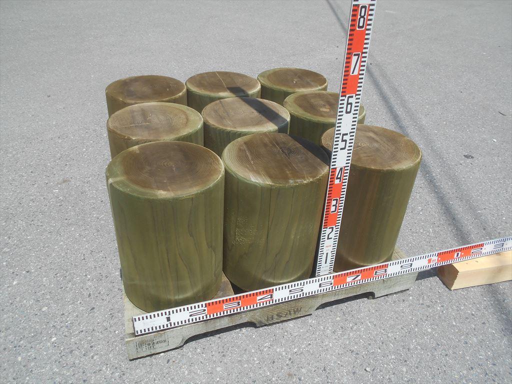 直径30cm・「丸太スツール」も増産中です